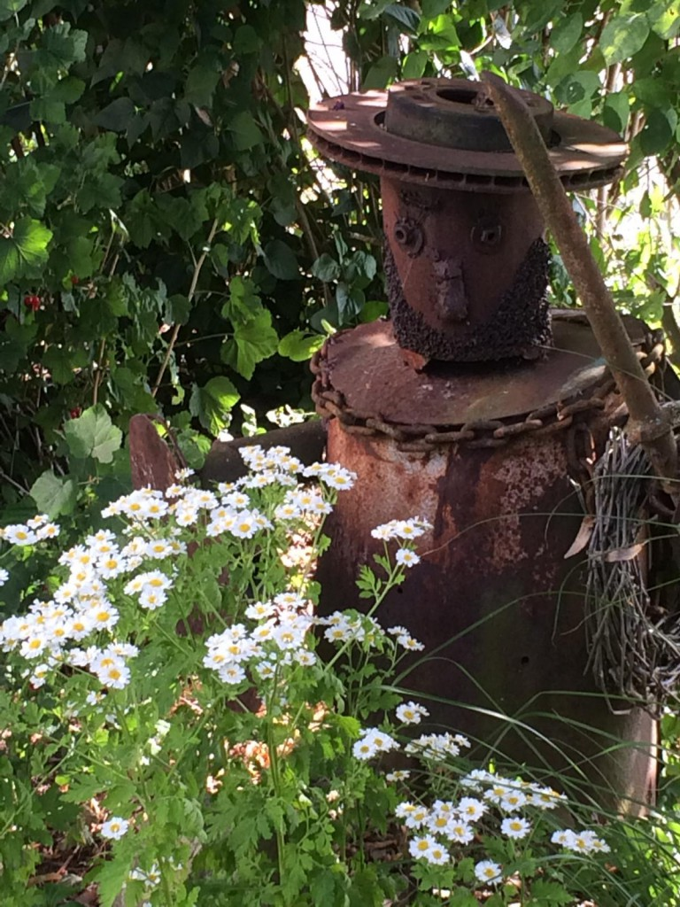 rostige Gartenfigur