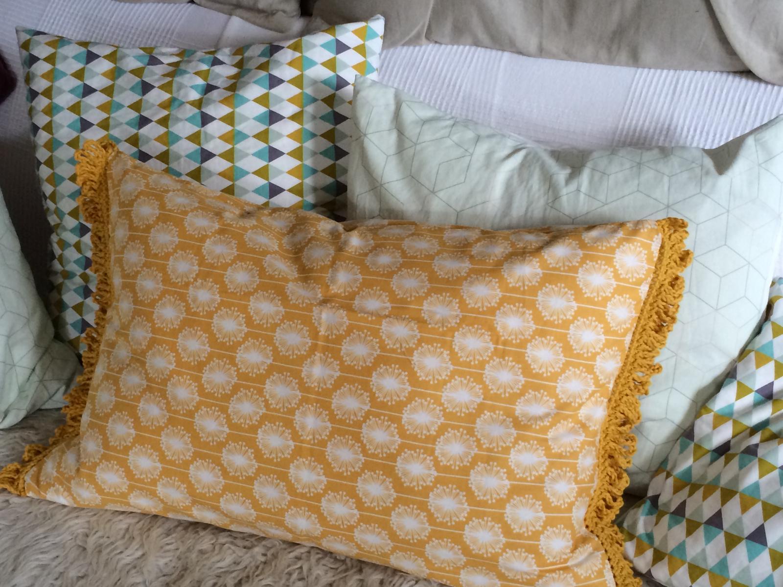 kissen mit h kelborte h kelfieber. Black Bedroom Furniture Sets. Home Design Ideas