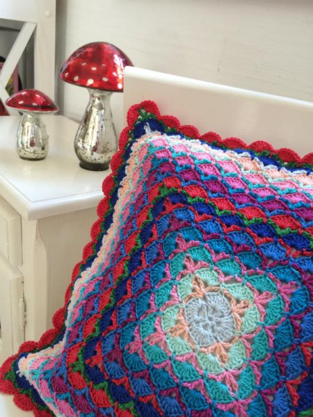 crochet pillow (1)